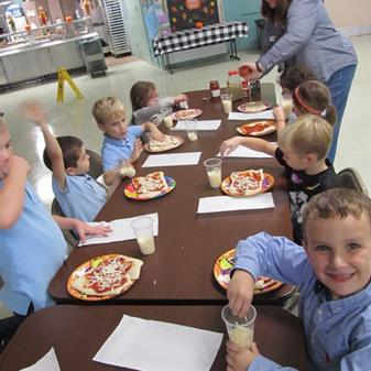 Making Pizza the Kindergarten Way